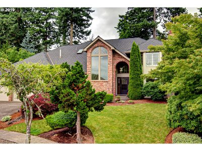 West Linn Single Family Home For Sale: 2645 Surrey Ln