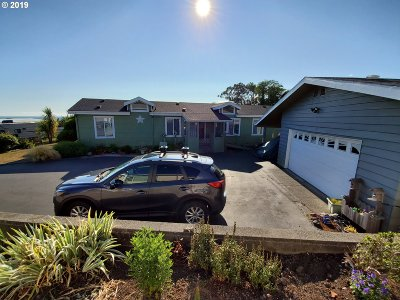 Brookings Single Family Home For Sale: 98522 Camellia Dr