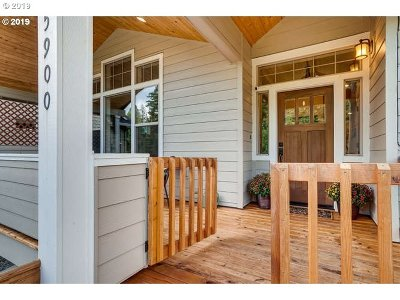Sandy Single Family Home For Sale: 35900 Chinook St