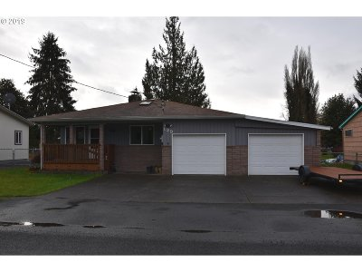 Cowlitz County Single Family Home Bumpable Buyer: 129 Louise St