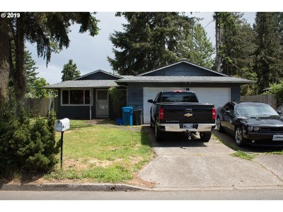 Woodburn Single Family Home For Sale: 228 Sycamore Ave