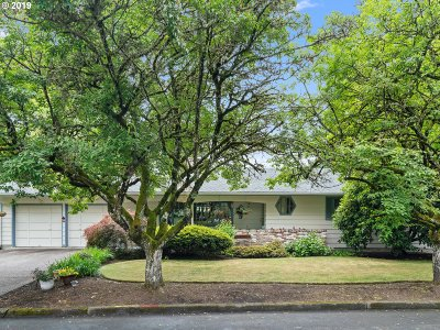 Portland Single Family Home For Sale: 6515 SW 89th Pl