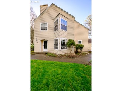 Wilsonville Condo/Townhouse For Sale: 8410 SW Curry Dr #B