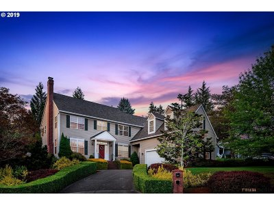Lake Oswego Single Family Home For Sale: 4353 Snowbrush Ct