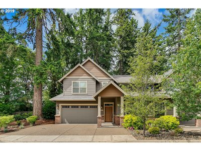 Lake Oswego Single Family Home For Sale: 17617 Sydni Ct