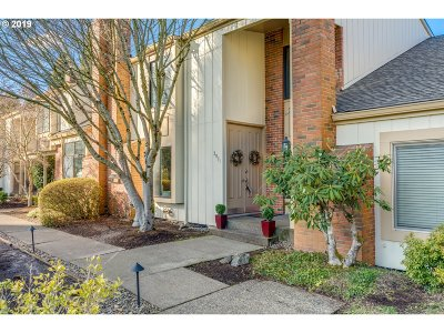 Lake Oswego Single Family Home For Sale: 2071 Bonniebrae Dr