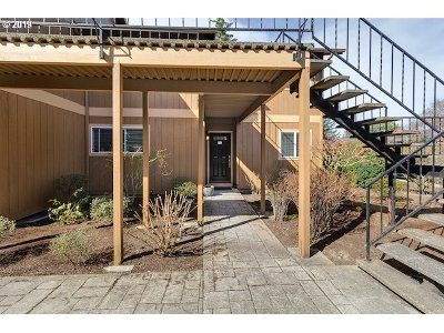 Washington County Condo/Townhouse For Sale: 1912 NW 143rd Ave #21