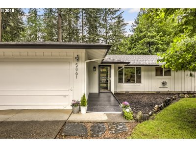 Lake Oswego Single Family Home For Sale: 5861 Benfield Ct