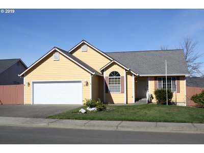 Sutherlin Single Family Home For Sale: 2657 Greyfox Dr