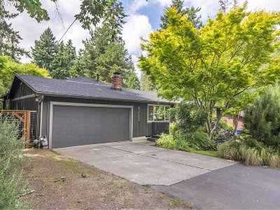 Multnomah County Single Family Home For Sale: 8727 SW 54th Ave