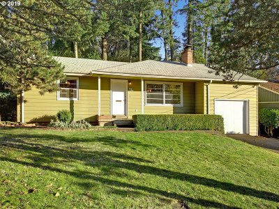 Lake Oswego Single Family Home For Sale: 875 Lake Forest Dr