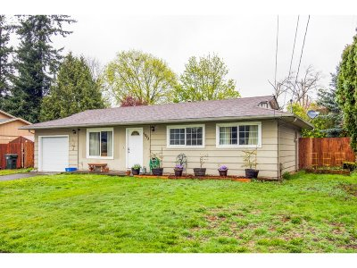 Milwaukie Single Family Home For Sale: 5073 SE Rainbow Ln