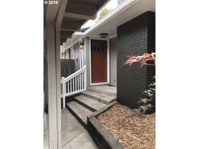 Marion County Multi Family Home For Sale: 211 18th St