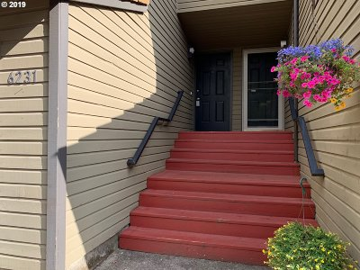 West Linn Condo/Townhouse For Sale: 6231 Meridian Cir
