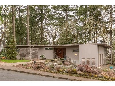 Salem Single Family Home Pending: 955 Holiday Ct
