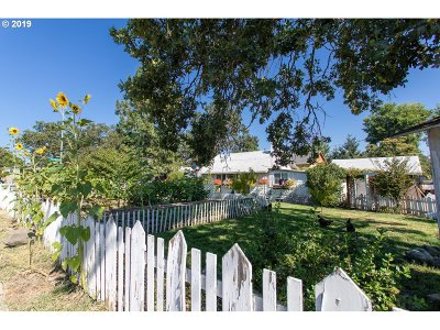 Medford Single Family Home For Sale: 625 S Columbus Ave