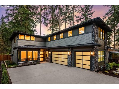 Lake Oswego Single Family Home For Sale: 17506 Hill Way