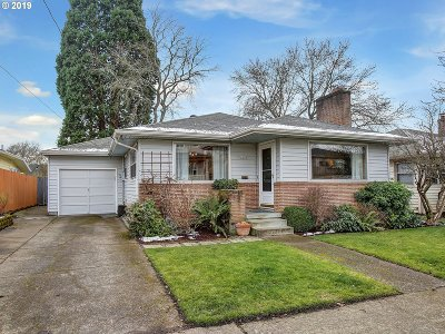 Portland Single Family Home For Sale: 4238 SE Evergreen St