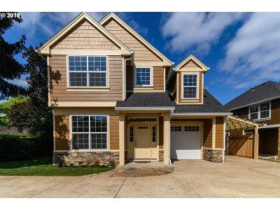 Eugene Single Family Home For Sale: 2220 Sandy Dr