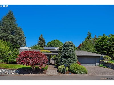Portland Single Family Home For Sale: 7345 SW Willowmere Dr