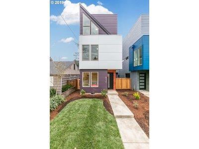 Single Family Home For Sale: 8216 N Chautauqua Blvd