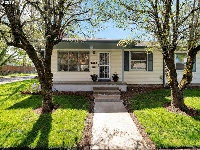 Single Family Home For Sale: 746 NE Stafford St