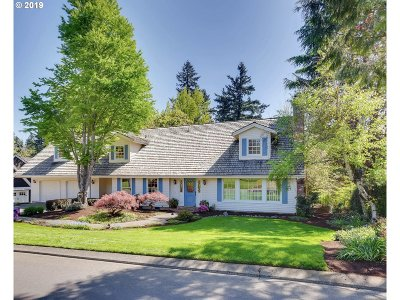 Lake Oswego Single Family Home For Sale: 994 Country Cmns