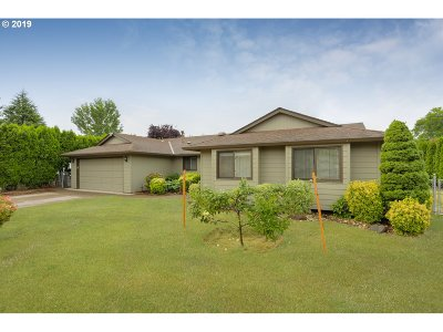 Milwaukie Single Family Home For Sale: 7661 SE Michael Dr