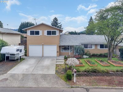 Milwaukie Single Family Home For Sale: 12312 SE 70th Ave