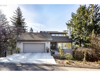 Lake Oswego Single Family Home For Sale: 15 Nansen Smt