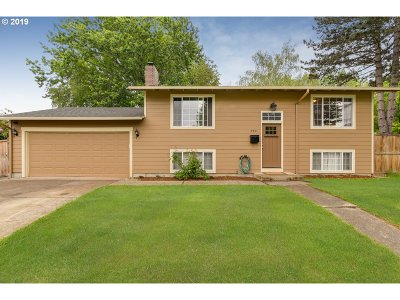Gresham Single Family Home For Sale: 240 SE Liberty Ct