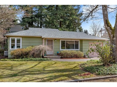 Portland Single Family Home For Sale: 4010 SE 116th Ave