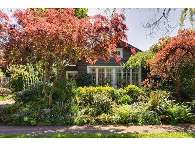 Portland Single Family Home For Sale: 3836 NE Davis St