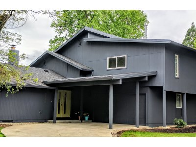 Portland Single Family Home For Sale: 8810 SW Oak Ln