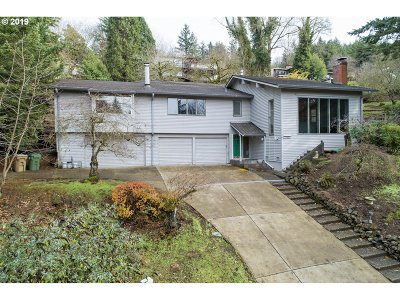 Lake Oswego Single Family Home For Sale: 17897 Sundown Ct