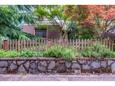 Portland Single Family Home For Sale: 1705 N Willamette Blvd