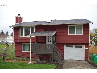 Single Family Home For Sale: 10605 SE Clinton St