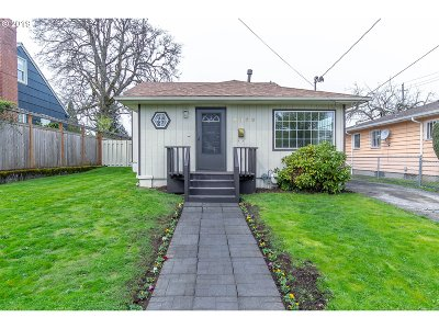 Portland Single Family Home For Sale: 4839 NE 41st Ave