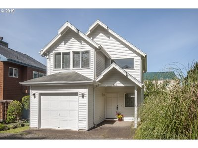 Lincoln City Single Family Home For Sale: 3461 NW Lee Ave