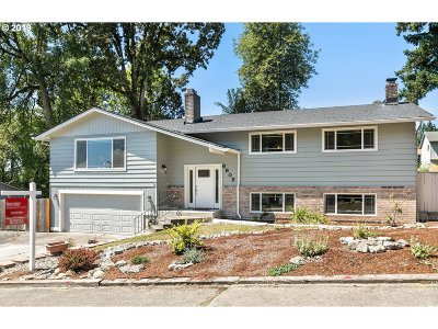 Milwaukie, Gladstone Single Family Home For Sale: 6605 Parkway Dr