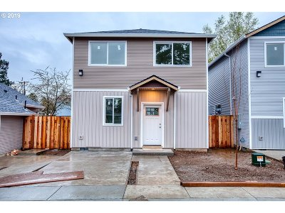 Portland Single Family Home For Sale: 12331 SE Bush St