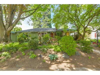 Single Family Home For Sale: 6735 SE Brooklyn St
