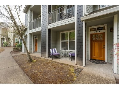 West Linn Condo/Townhouse For Sale: 3270 Summerlinn Dr