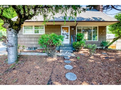 Single Family Home For Sale: 7105 SE Lincoln St