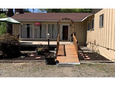 Newberg Single Family Home For Sale: 830 NE Dayton Ave