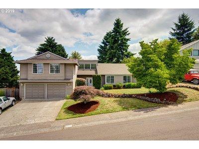 West Linn Single Family Home For Sale: 2121 Club House Dr