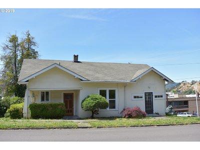 Roseburg Single Family Home For Sale: 610 SE Chadwick St