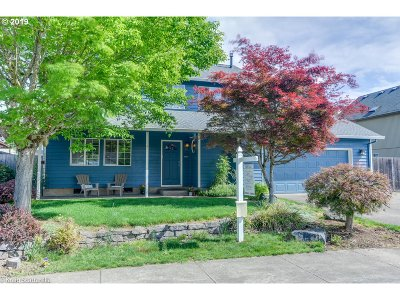 Hillsboro Single Family Home For Sale: 3155 SE Cornutt St
