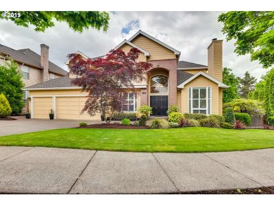 Lake Oswego Single Family Home For Sale: 5728 Bay Creek Dr