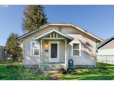 Cowlitz County Single Family Home For Sale: 1617 7th Ave